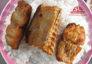 cá đù nướng cơm nóng